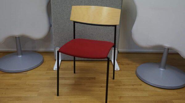 Konferensstol - rygg i björk röd sits - #3035 - Stockholms Kontorsmöbler