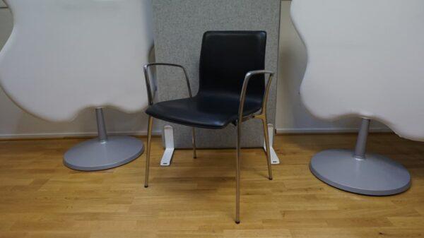 Konferensstol Svart i skin med kromade detaljer #3070 - Stockholms Kontorsmöbler