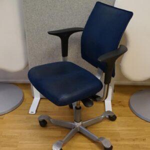 Begagnad kontorsstol med armstöd REA