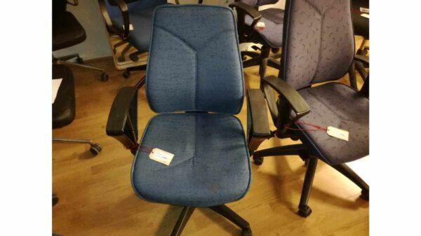 Begagnad kontorsstol blåmönstrad låg rygg #1020 - Stockholms Kontorsmöbler