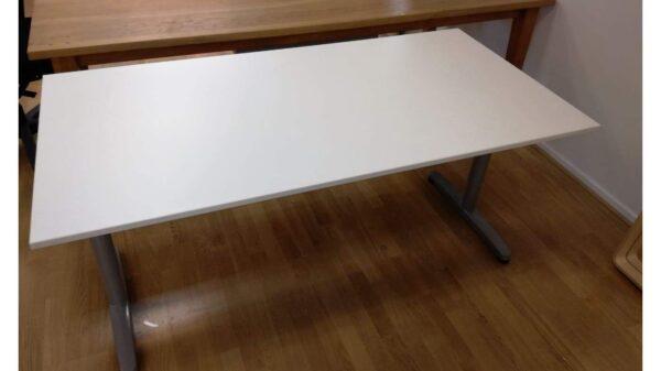Kontorsbord / Skrivbord vit skiva #2010 - Stockholms Kontorsmöbler