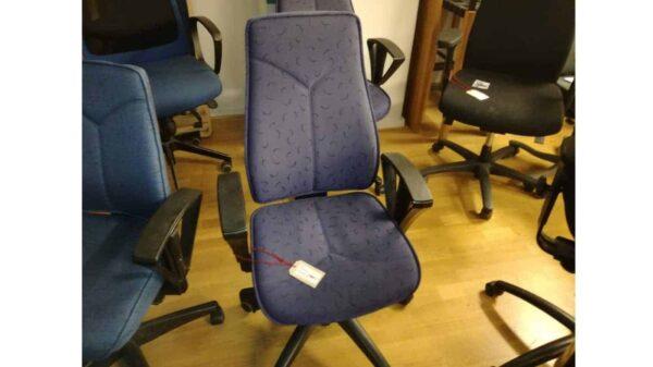Begagnad kontorsstol blåmönstrad högrygg #1015 - Stockholms Kontorsmöbler