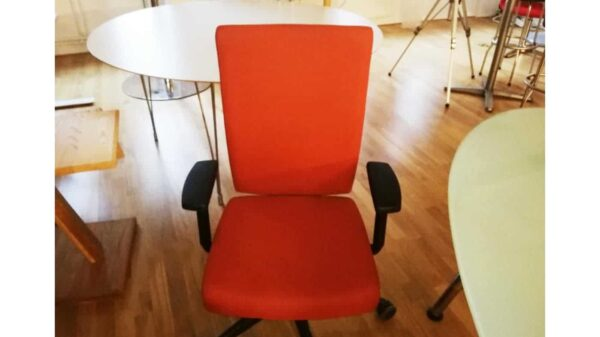 Kontorsstol röd i ny #1092 - Stockholms Kontorsmöbler