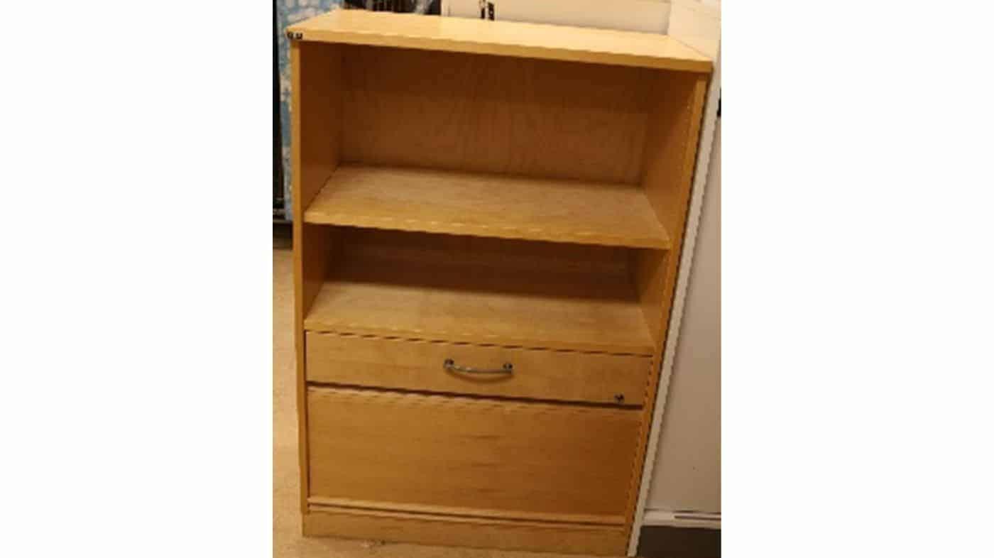 Förvaring med hyllor, låda och stängbar del #5013