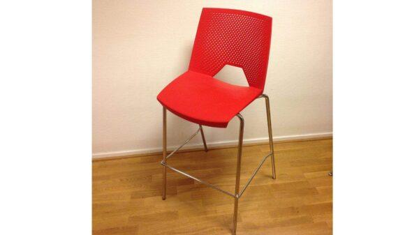 Barstol/Ståstol i röd plas och metallben #1011 - Stockholms Kontorsmöbler