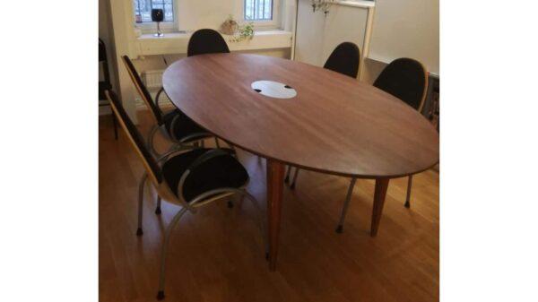 Konferensbord i snyggt trä #4040 - Stockholms Kontorsmöbler